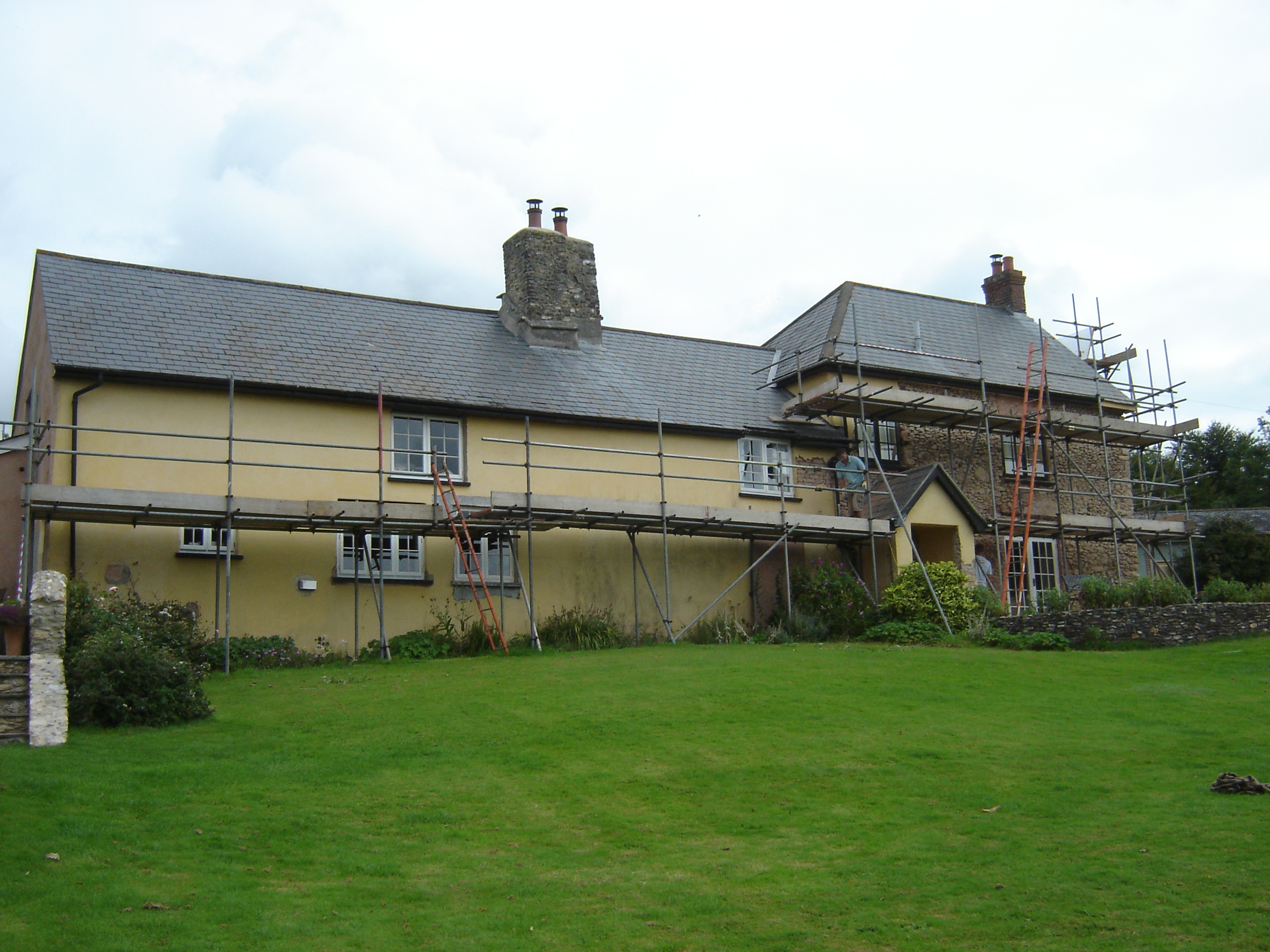 https://www.earthouses.co.uk/wp-content/uploads/2015/09/Coombe-Hayes-Farm-Render-stripping.jpg