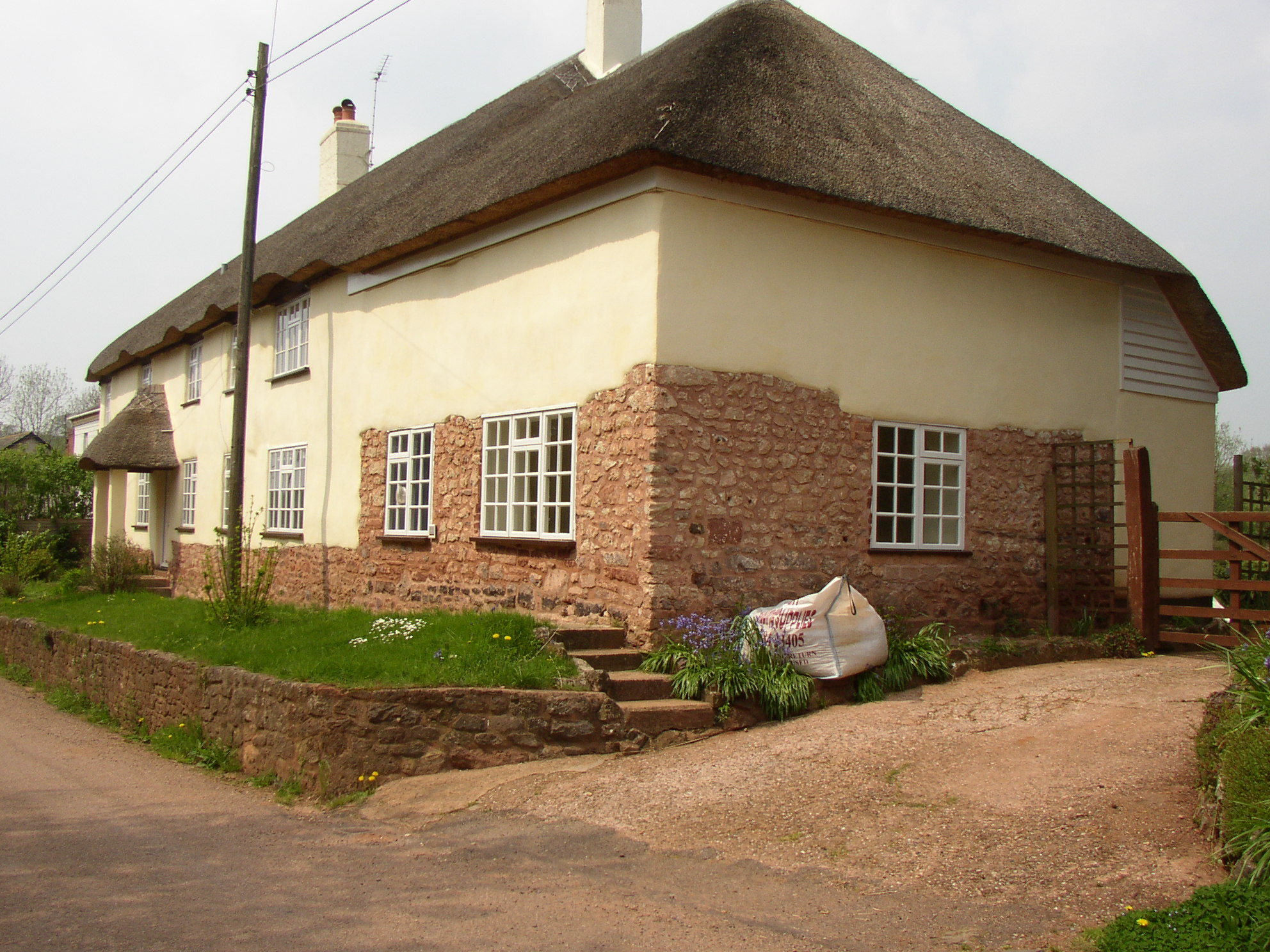 https://www.earthouses.co.uk/wp-content/uploads/2015/11/Specialism-Cob-repair.jpg